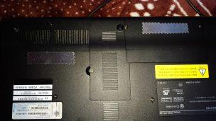 パソコン裏にアルミテープ